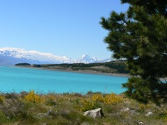 Mt Cook beyond a picturesque Lake Pukaki