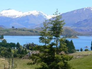 Lake Wanaka from Wanaka golf course